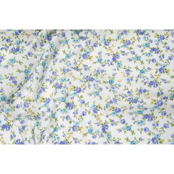 Батист цветной, мелкие голубые цветы на белом фоне батиста