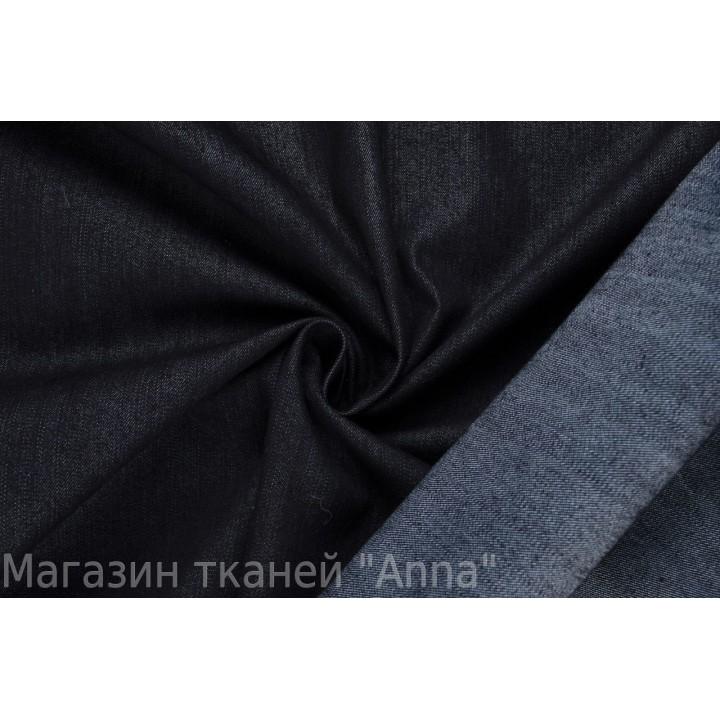 Черный джинс с еле заметной продольной полоской