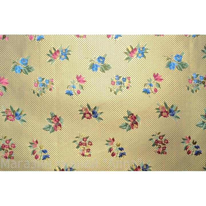 Жаккард с атласным блеском, мягкий, с небольшими букетиками цветов по всему полотну