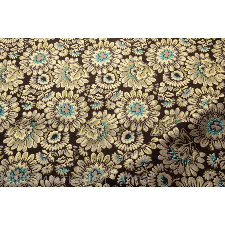 Плотный рисунок из цветов с ярким бирюзовым акцентом на темно коричневом фоне.
