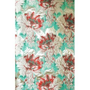 Жаккард - Объемные крупные цветы в красно-мятных тонах на молочной атласной основе