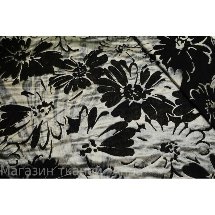 Мягкий жаккард с крупными цветами, светлая часть ткани идет с атласным блеском, хорошо держит форму