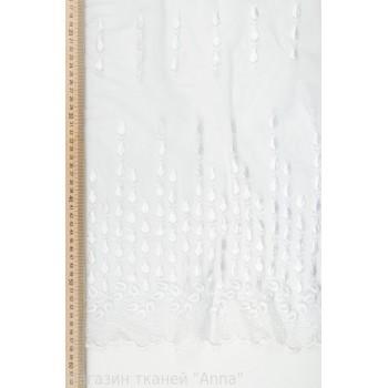 Белое полотно с мелкими полосками вышивки