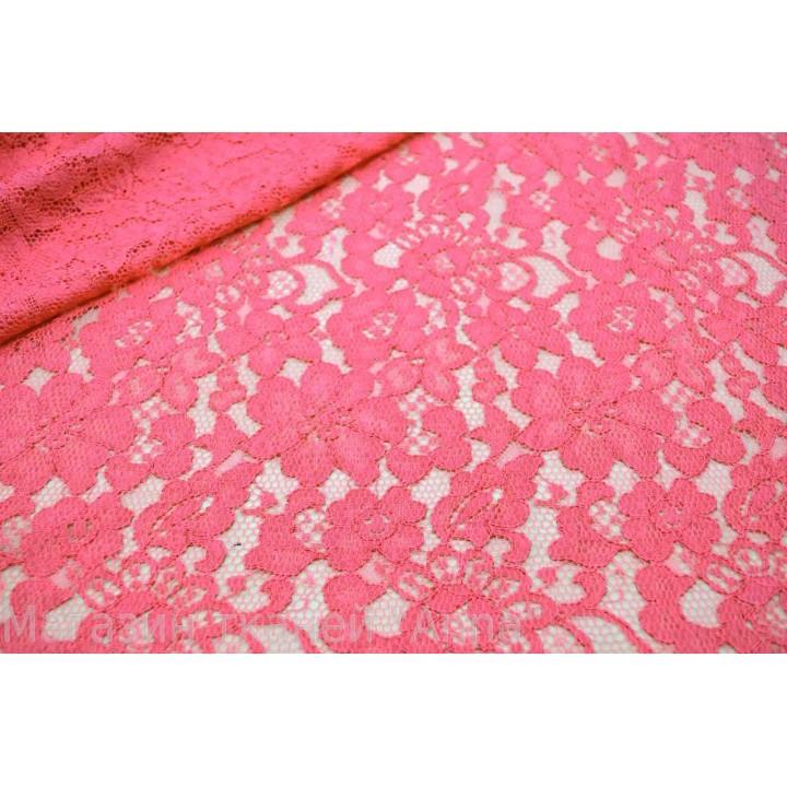 Мягкий ярко розовый гипюр, цветочный рисунок и кордовая нить по полотну.