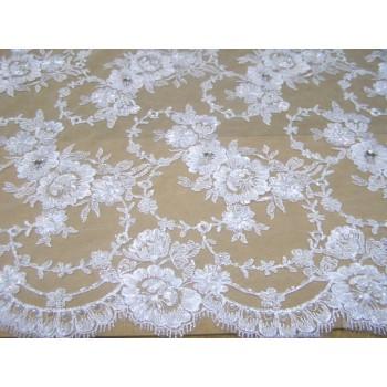 Красивый белый гипюр с вышивкой бисером