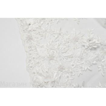 Белый гипюр с объемными цветами и стеклярусом