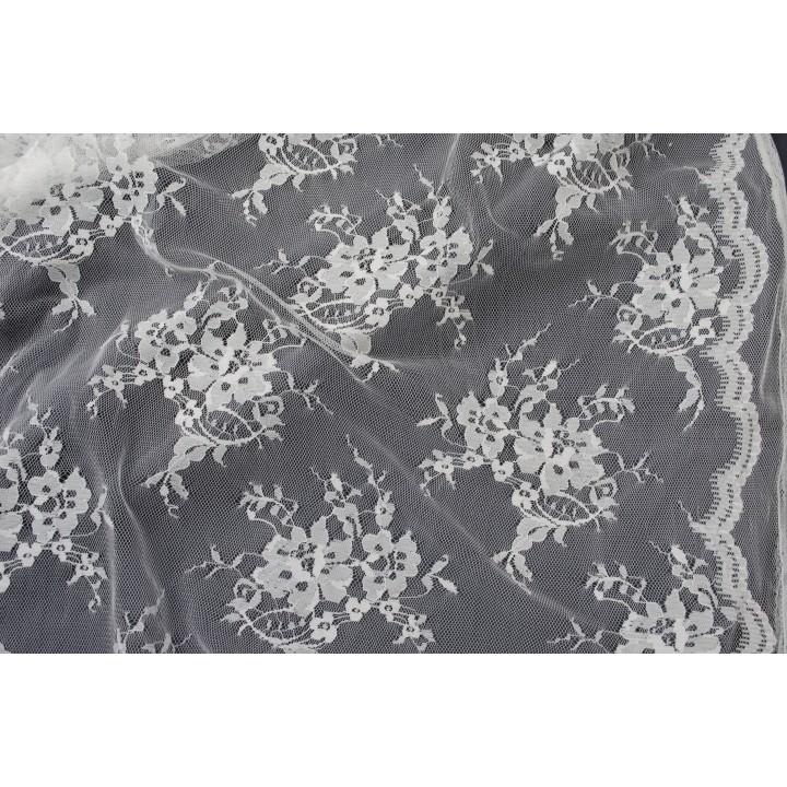 Классический гипюр в молочном цвете - спокойный цветочный узор на сетке