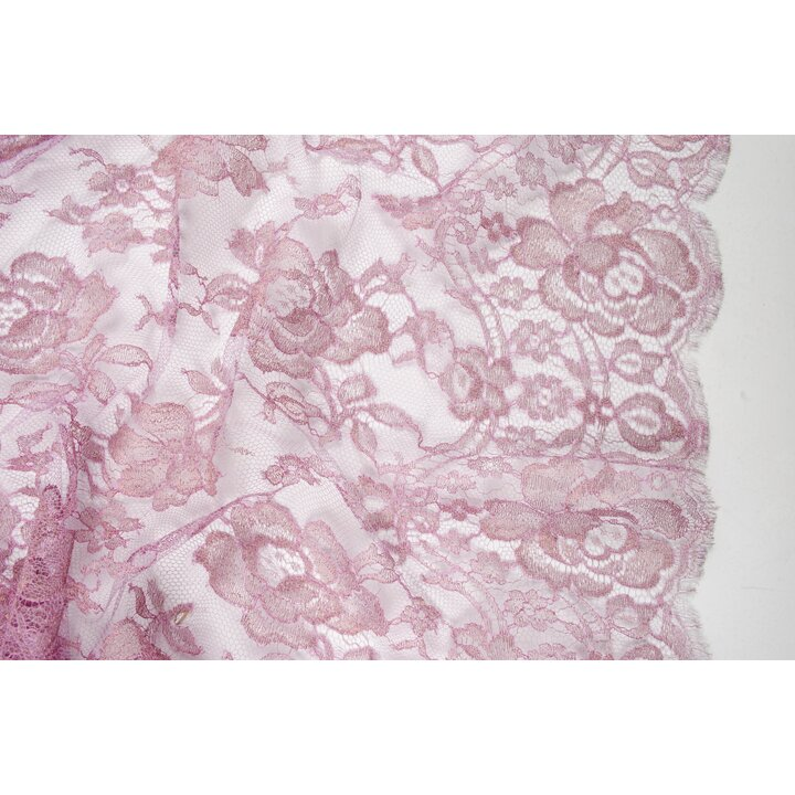 Шантильи с розамив пастельном розовом цвете