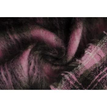 Теплый мохер с крупной клеткой в розовом цвете