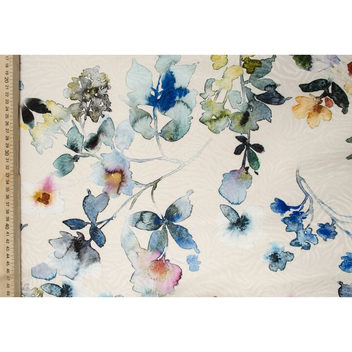 Цветы в голубых и синих тонах на рельефной жаккаровой основе
