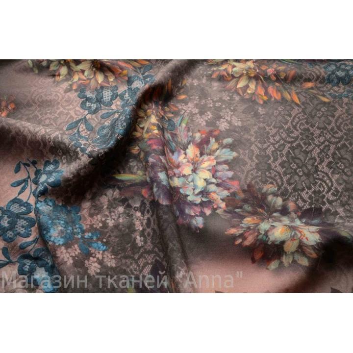 Мягкая тонкая костюмная шерсть с принтом из цветов в сочетании с кружевом, цвета в спокойных тонах.