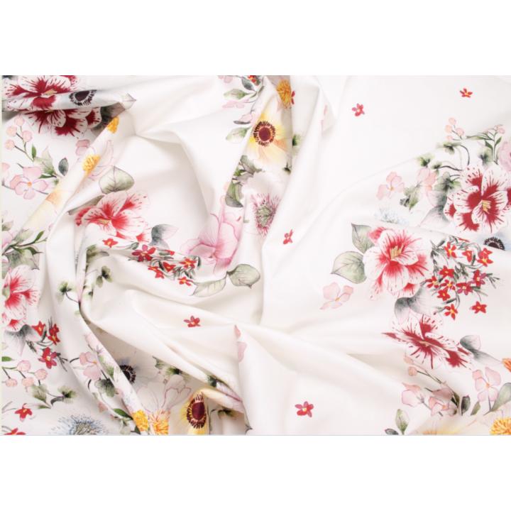 Красивый белый хлопок с нежными цветами по всему полотну
