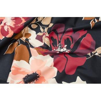 Плательный хлопок с крупными цветами на черном фоне