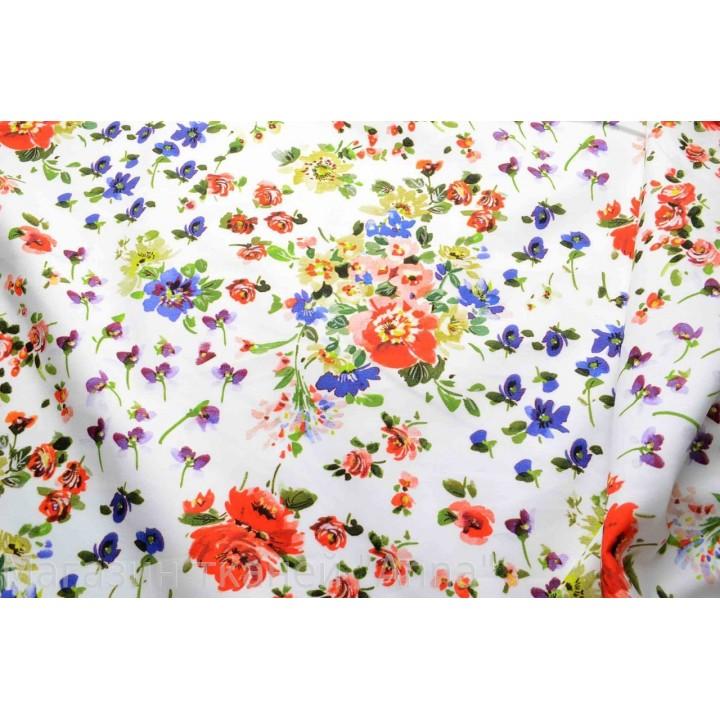 Яркий летний принт с мелкими цветами на белом фоне, который так актуален в сезоне весна-лето 2015.