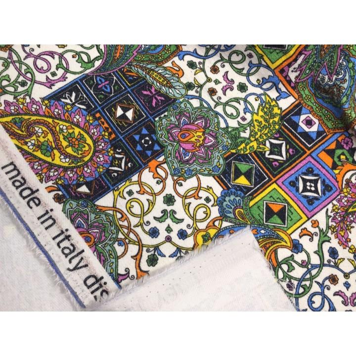Плотный джинс с разноцветным узором пейсли
