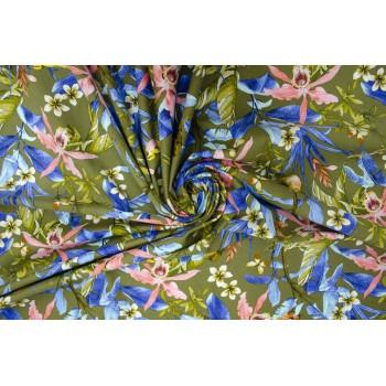 Яркая ткань-стрейч, с цветочным принтом на оливковом фоне