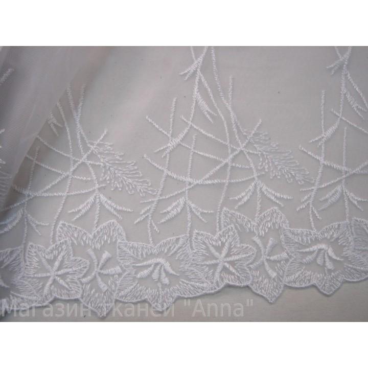 Кружево КН белого цвета с вышивкой на сетке