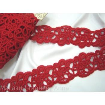 Красное шерстяное кружево с красивым узором
