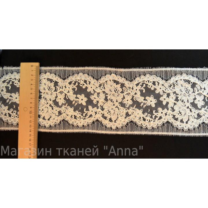 Кружево Шантильи цвета айвори с кордовой нитью