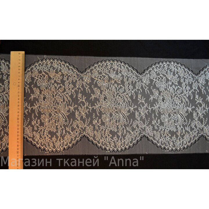 Кружево Шантильи цвета Айвори - фестоны с обоих сторон