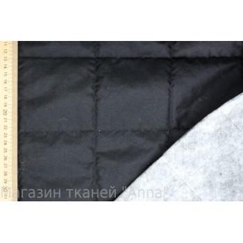 Черная стеганая ткань в крупную клетку