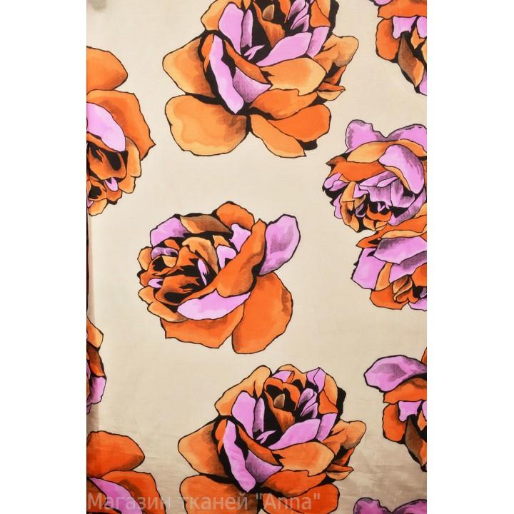 Розы на фоне телесного цвета, в гладком маркизете. Размер цветов 15-20 см в диаметре.