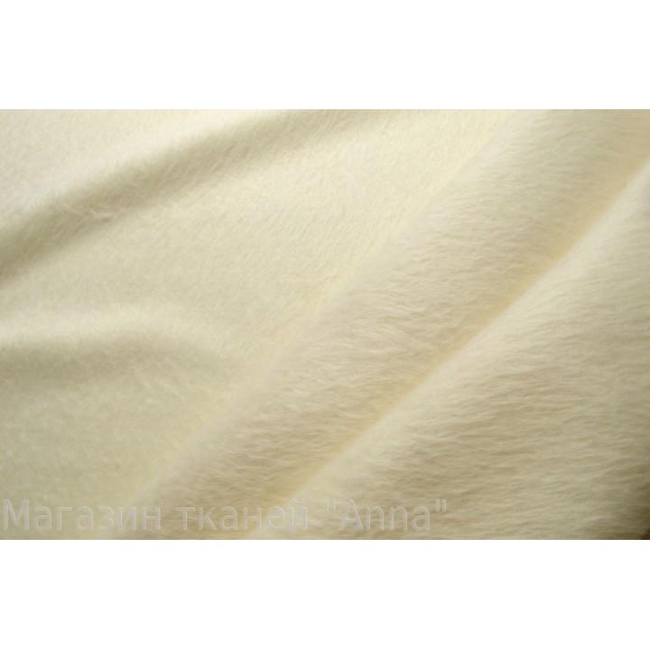 Мягкая пальтовая ткань молочного цвета с небольшим ворсом.