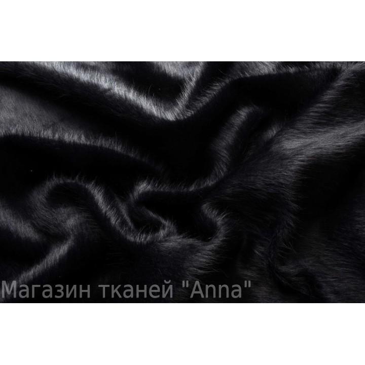 Черная пальтовая шерсть с длинным ворсом.
