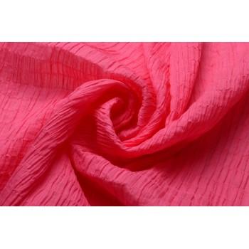 Хлопок-крэш ярко-розового цвета