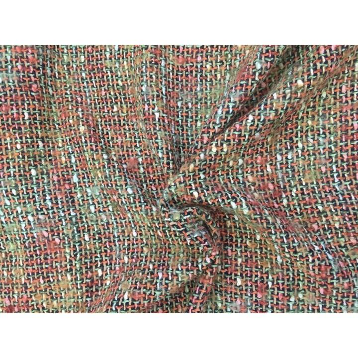 Шерстяная шанелька для теплого и яркого костюма или пальто