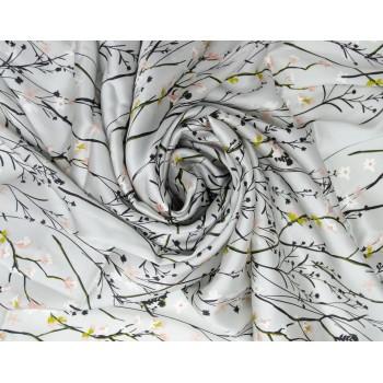 Шелковый атлас светло серого цвета с красивыми цветочками