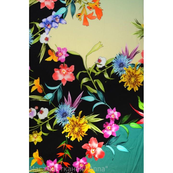 не крупные цветы на разноцветной основе, принт напечатан на матовой стороне атласного шелка