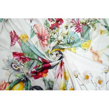Атласный шелк с полевыми цветами на белом фоне