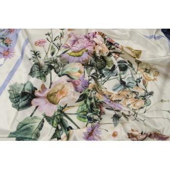 Шелк с платочным узором из красивых цветов в пастельных тонах