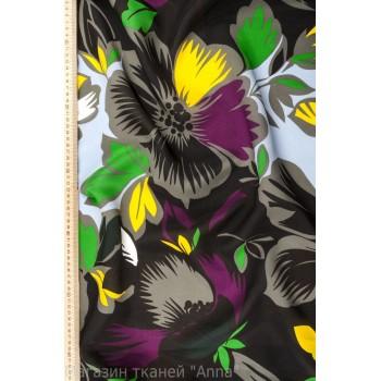 Крупные цветы в черно-серой гамме с яркими акцентами