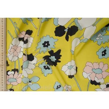 Шелковый креп - интересные цветы на желтом фоне