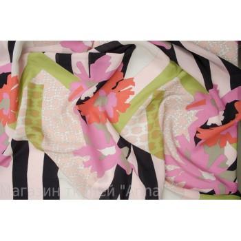Яркий принт с черно-розовой полоской и яркими цветами