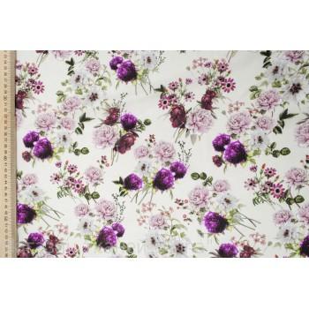 Сиренево-фиолетовые букеты цветов на белом фоне