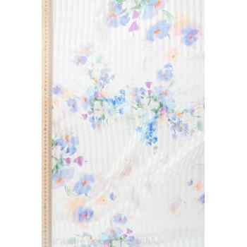 Букетики голубых цветов на белом фоне