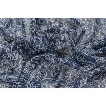 Крэш-шифон с белыми цветами на темно-синем фоне