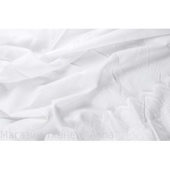 Белый хлопок-шитье, мягкий, но держит форму