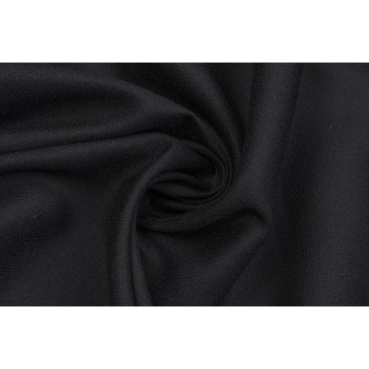 Черный штапель с зернистой поверхностью