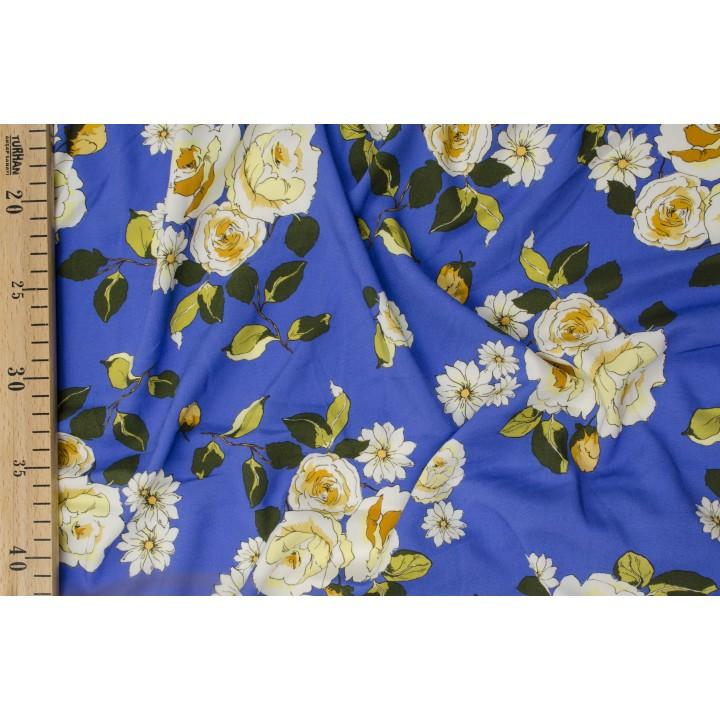 Плательный штапель с розами на васильковом синем фоне