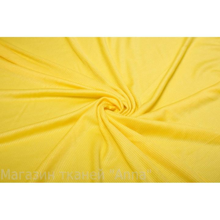 Желтый мягкий трикотаж в продольную мелкую полоску.