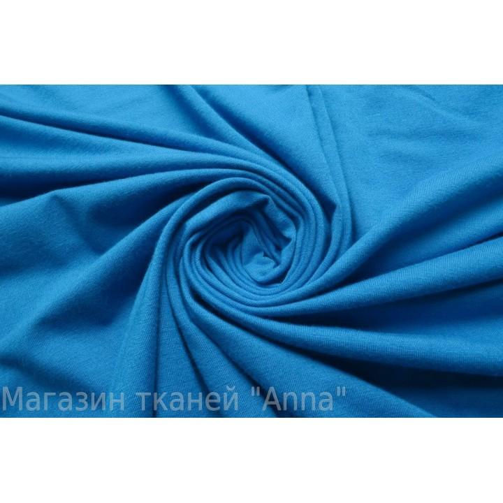 мягкий тонкий трикотаж ярко-голубого цвета.
