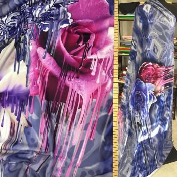 Авторский принт с крупными розами на трикотаже Джерси
