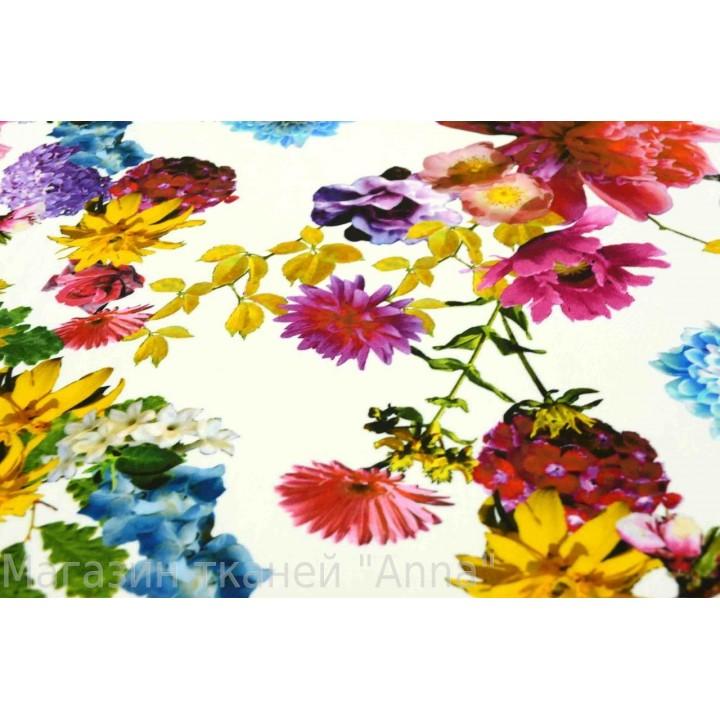 Трикотаж масло с яркими цветами на белом фоне