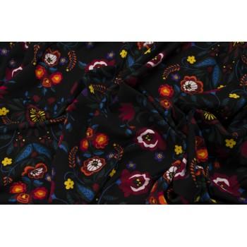 Яркий трикотаж в русском стиле - цветы на черном фоне