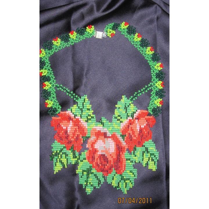 Колье тканное три розы выполнено из Японского бисера Matsumo
